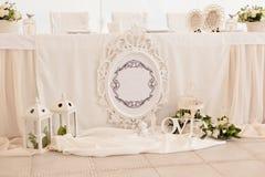 Decoración de la ceremonia de boda en el restaurante Fotografía de archivo libre de regalías