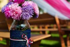 Decoración de la ceremonia de boda Flores en florero Fotografía de archivo libre de regalías