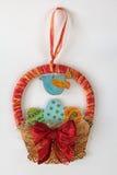 Decoración de la cesta de los huevos de Pascua Fotografía de archivo libre de regalías