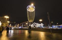 Decoración de la ciudad, calle de Tverskaya, Moscú de la iluminación de la Navidad del Año Nuevo Rusia Imágenes de archivo libres de regalías