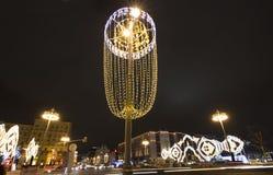 Decoración de la ciudad, calle de Tverskaya, Moscú de la iluminación de la Navidad del Año Nuevo Rusia Fotos de archivo libres de regalías