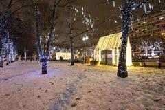 Decoración de la ciudad, cuadrado de Novopushkinsky, Moscú de la iluminación del Año Nuevo y de la Navidad Rusia Imagen de archivo libre de regalías