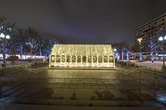 Decoración de la ciudad, cuadrado de Novopushkinsky, Moscú de la iluminación del Año Nuevo y de la Navidad Rusia Fotos de archivo