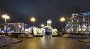 Decoración de la ciudad, cuadrado de Novopushkinsky, Moscú de la iluminación del Año Nuevo y de la Navidad Rusia Imagenes de archivo