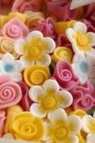 Decoración de la flor de la pasta de azúcar Fotos de archivo libres de regalías