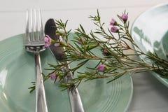 Decoración de la flora en el ajuste de la tabla Imagen de archivo libre de regalías