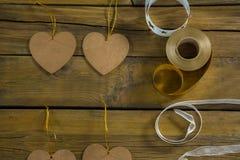 Decoración de la forma del corazón con los carretes de la cinta Imagen de archivo libre de regalías