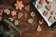 Decoración de la galleta y de la Navidad del jengibre Imagenes de archivo