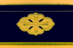 Decoración de la hoja del oro en el soporte de Buda Imagenes de archivo