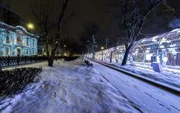 Decoración de la iluminación del Año Nuevo y de la Navidad de la ciudad Rusia, Foto de archivo
