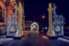 Decoración de la iluminación del Año Nuevo y de la Navidad de la ciudad Rusia Imagen de archivo