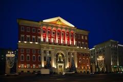 Decoración de la iluminación del Año Nuevo y de la Navidad del ayuntamiento mos Fotografía de archivo