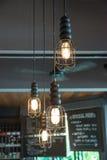 Decoración de la iluminación en la barra, estilo retro Fotografía de archivo