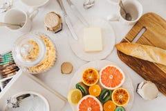 Decoración de la mesa de desayuno Imagen de archivo libre de regalías