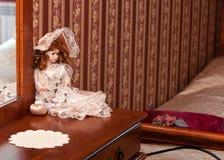 Decoración de la muñeca en dormitorio imagen de archivo libre de regalías