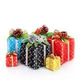 Decoración de la Navidad. Años Nuevos de regalos aislados encendido  Imagenes de archivo
