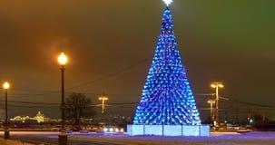 Decoración de la Navidad de la ciudad metrajes