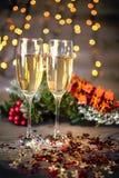 Decoración de la Navidad con dos vidrios de champán Fotos de archivo libres de regalías