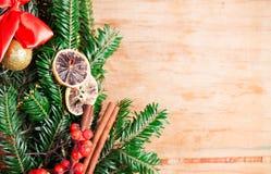 Decoración de la Navidad con el árbol de navidad de la rama Imagen de archivo libre de regalías