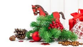 Decoración de la Navidad con el abeto y el pinecone Imagenes de archivo