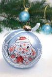 Decoración de la Navidad con el conejo sonriente Fotos de archivo
