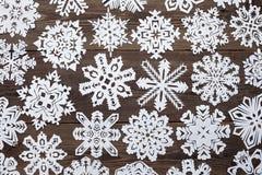 Decoración de la Navidad con el copo de nieve de papel Foto de archivo libre de regalías