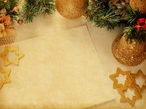 Decoración de la Navidad con el papel viejo Fotos de archivo