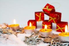 Decoración de la Navidad con el paquete del regalo Fotografía de archivo libre de regalías