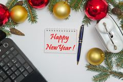 Decoración de la Navidad con FELIZ AÑO NUEVO del texto Imagen de archivo