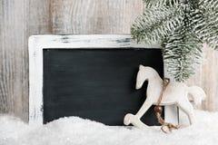 Decoración de la Navidad con la pizarra en blanco Foto de archivo