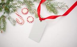 Decoración de la Navidad con la tarjeta del espacio para su texto Imagen de archivo libre de regalías