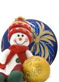 Decoración de la Navidad con las bolas coloridas del Año Nuevo Imagenes de archivo