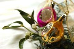 Decoración de la Navidad con las bolas de la vendimia Imagen de archivo libre de regalías