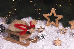 Decoración de la Navidad con las estrellas y los copos de nieve del trineo Imágenes de archivo libres de regalías
