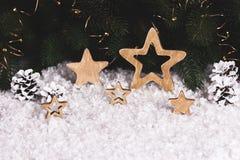 Decoración de la Navidad con las estrellas y los copos de nieve del trineo Foto de archivo libre de regalías