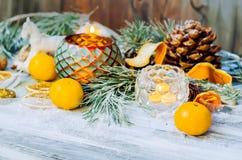 Decoración de la Navidad con las ramas nevadas del abeto Fotos de archivo libres de regalías