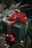 Decoración de la Navidad con las velas y los regalos de Navidad Fotos de archivo libres de regalías