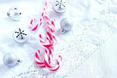 Decoración de la Navidad con los bastones de caramelo Imagen de archivo