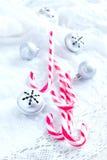 Decoración de la Navidad con los bastones de caramelo Foto de archivo libre de regalías