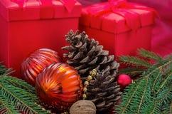 Decoración de la Navidad con los presentes Fotografía de archivo libre de regalías