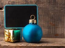 Decoración de la Navidad con la pizarra Fotos de archivo