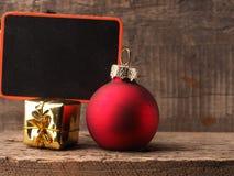Decoración de la Navidad con la pizarra Imagen de archivo libre de regalías