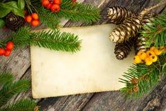 Decoración de la Navidad con un rollo de papel para el texto Imagen de archivo libre de regalías