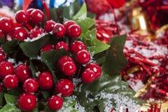 Decoración de la Navidad de las bayas del acebo Imágenes de archivo libres de regalías