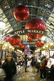 2013, decoración de la Navidad de Londres, jardín de Covent Foto de archivo