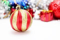 Decoración de la Navidad Decoraciones del día de fiesta en fondo del bokeh; Foto de archivo libre de regalías