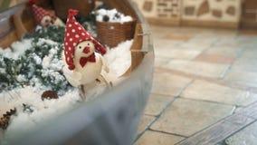 Decoración de la Navidad del centro comercial Fondo del Año Nuevo y de la Navidad almacen de metraje de vídeo