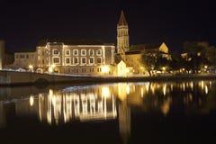 Decoración de la Navidad del invierno de la ciudad vieja Trogir, Croacia Fotos de archivo libres de regalías