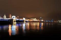 Decoración de la Navidad del puente del palacio en St Petersburg Fotografía de archivo libre de regalías