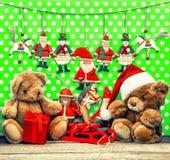 Decoración de la Navidad del vintage con los juguetes antiguos Fotografía de archivo